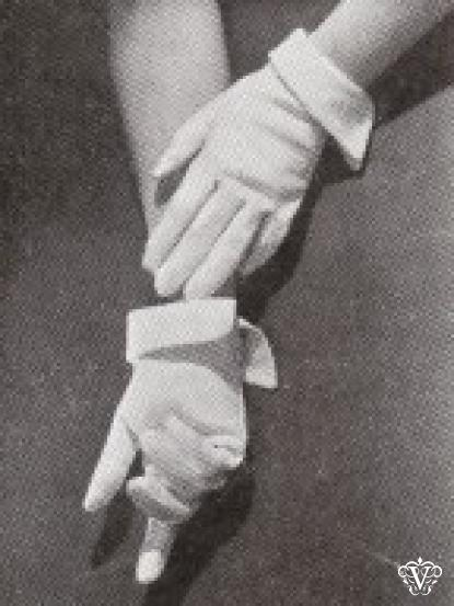 1940s Wartime Cotton Pique Gloves Sewing Pattern